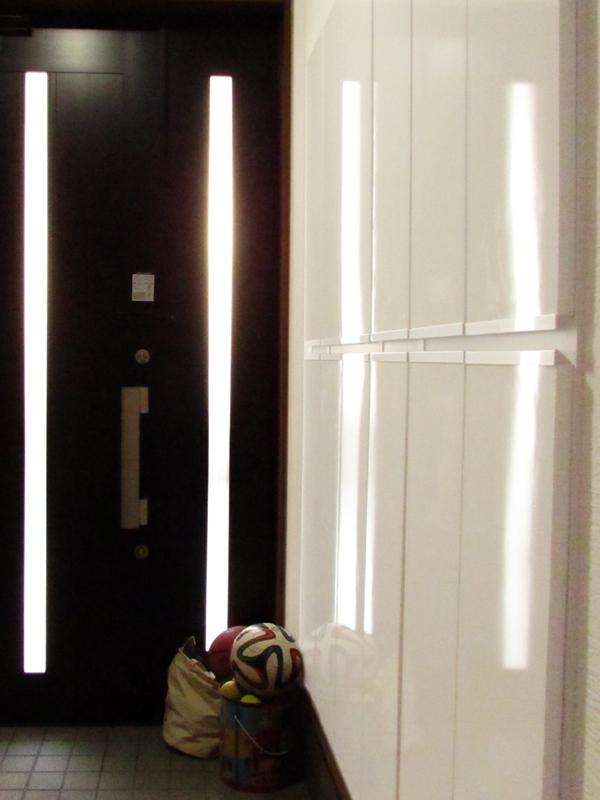 東大阪御厨 M邸 after 玄関。靴箱などの収納は壁に埋め込みました。