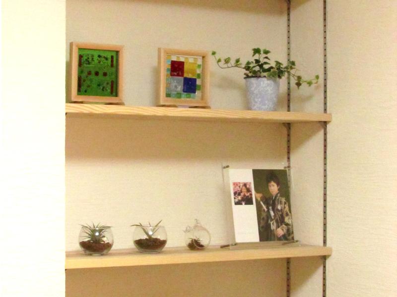 東大阪御厨 M邸 after TV横に可動棚を造りつけました。