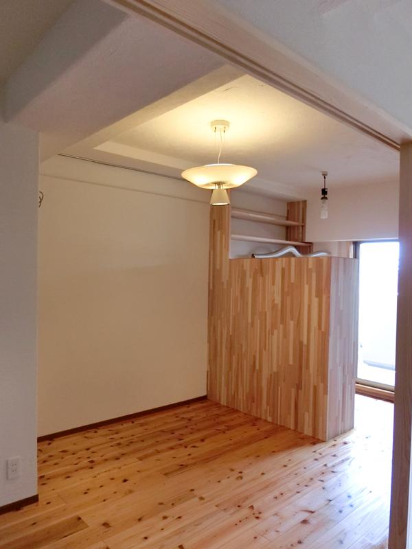 光明池 N邸 リビングの奥にはご主人の書斎スペースを設けました。