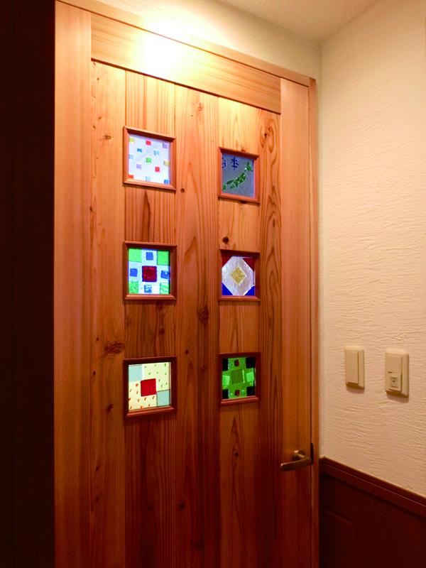 光明池 N邸 建具には施主様手作りのガラスクラフトを。