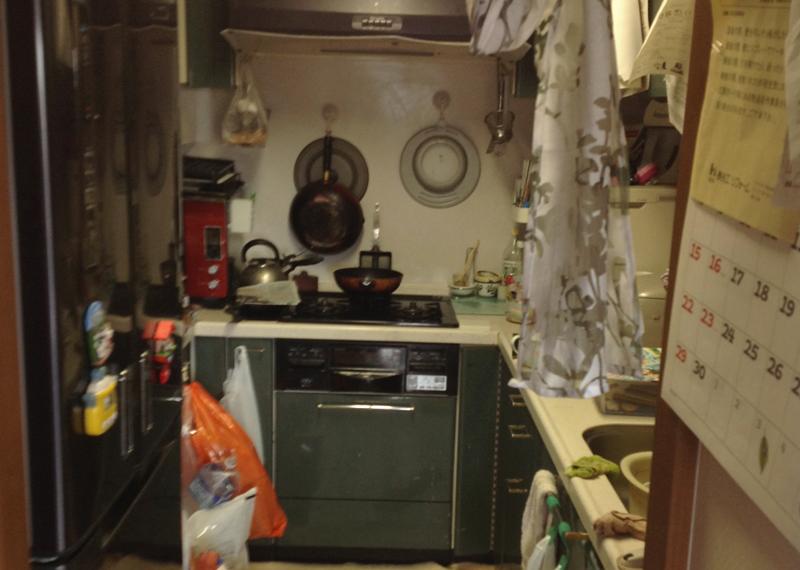 光明池 N邸 before  キッチン。奥まった所にあるので孤立しています。