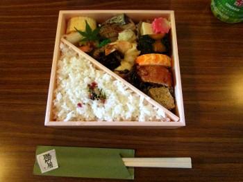 お昼にごちそうになったお弁当。とてもおいしかったです!!