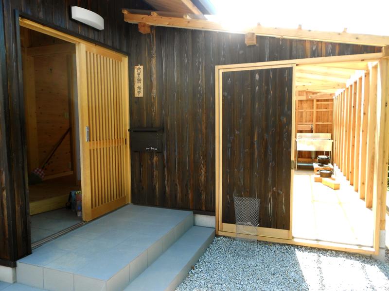 和歌山九度山 S邸『自然を感じる無垢の家』 テラス。家の中からも入ることができます。