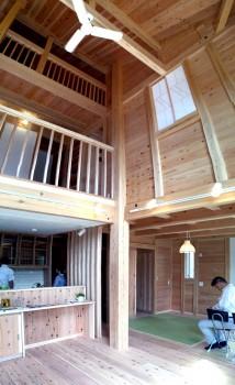八尾刑部『漆喰とタイルの無垢の家』 大黒柱